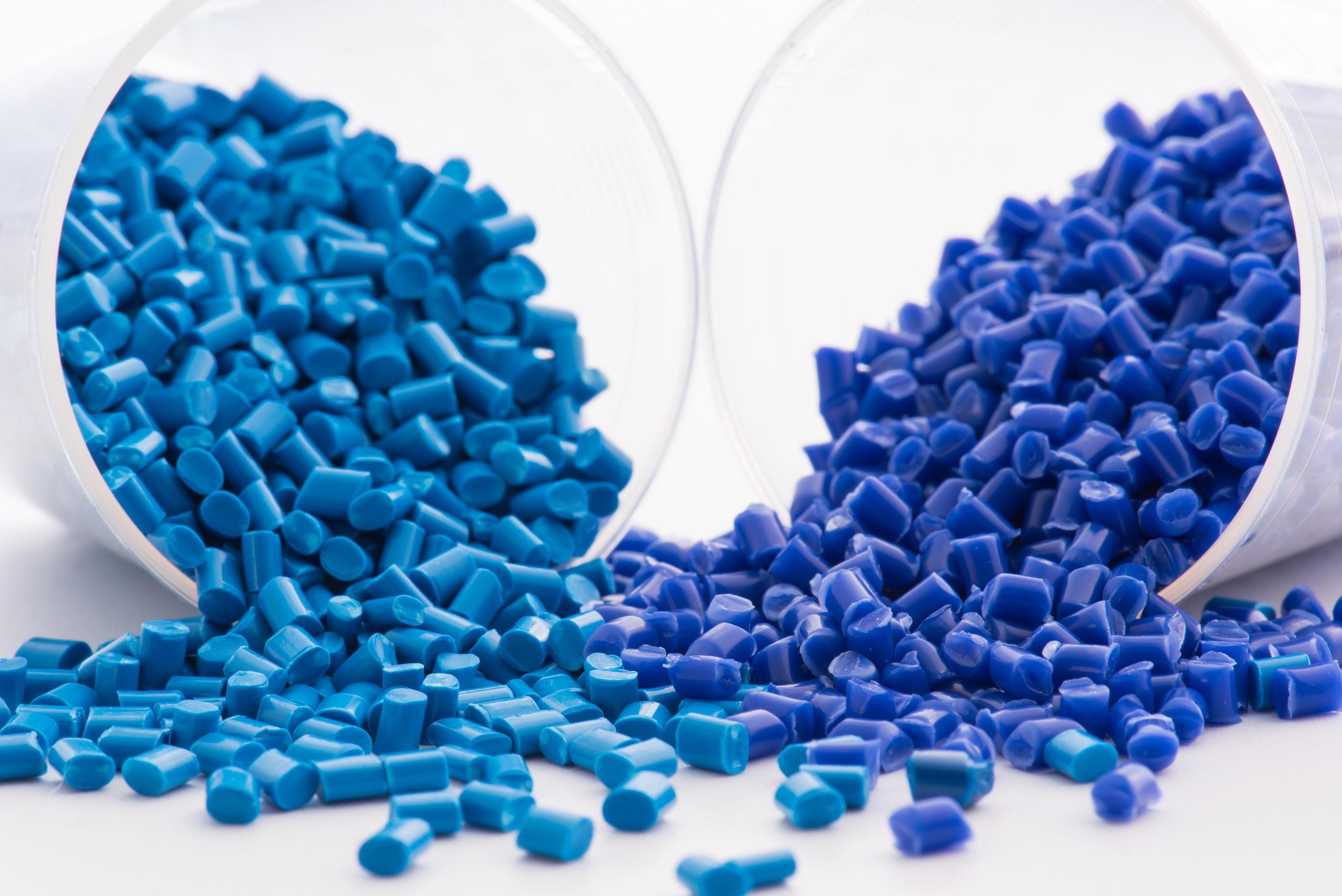 Siniset muovirakeet